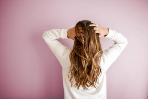産後の髪の毛の悩みくせ毛アホ毛